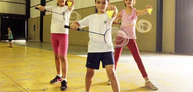 Alunos de escola de Mirassol têm aulas de badminton; saiba o que é